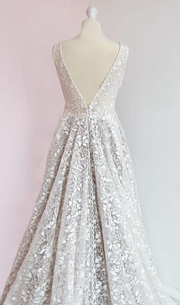 Noémie-lora-nova-bridal-wedding-dresses