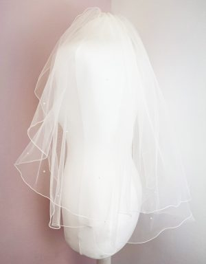 Elbow length ivory tulle veil in ivory colour